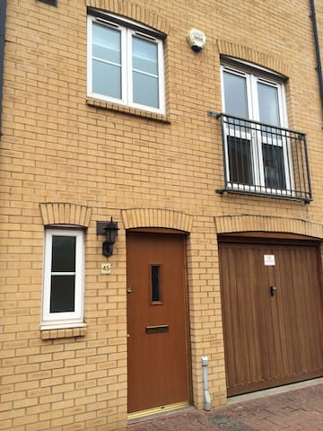 Luxury Townhouse Cardiff Bay For 6 - Cardiff - House