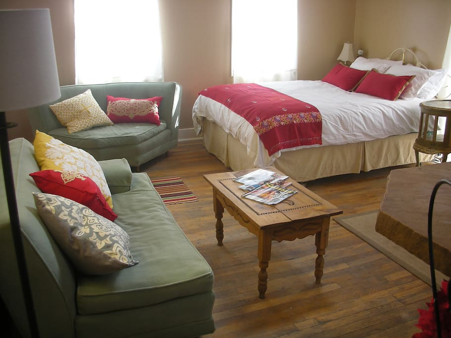 entire main st 2nd floor suite bed and breakfasts for rent in madrid new mexico united states. Black Bedroom Furniture Sets. Home Design Ideas