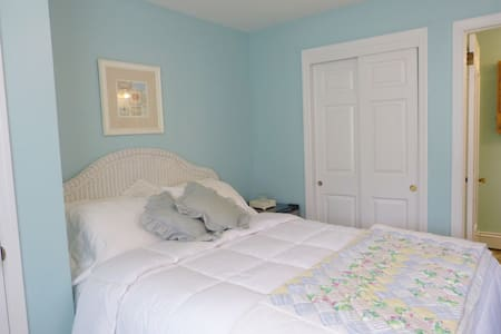 Room 2, Queen, Private Bath, Small Pet OK - Spring Lake - Szoba reggelivel