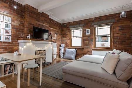 """Bricks & Hygge"" Gorgeous well located apartment - Saint Kilda - アパート"