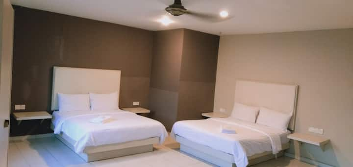 Cozy Executive Suite 2Q Room no. 1 with window