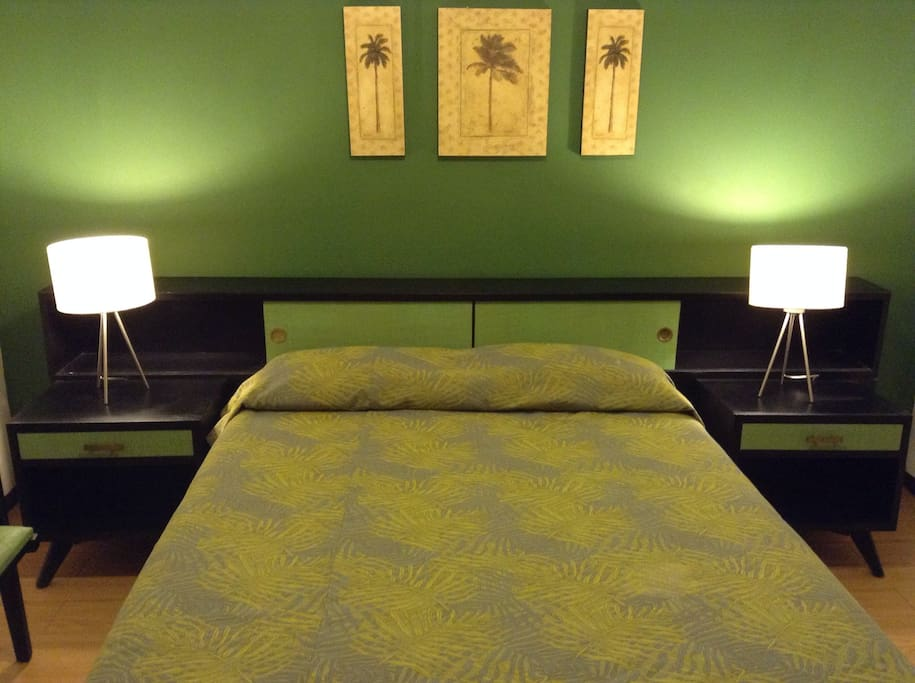 Independent room with queen size bed