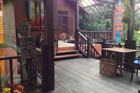 Wooden house with pool Mekong River - Rumah