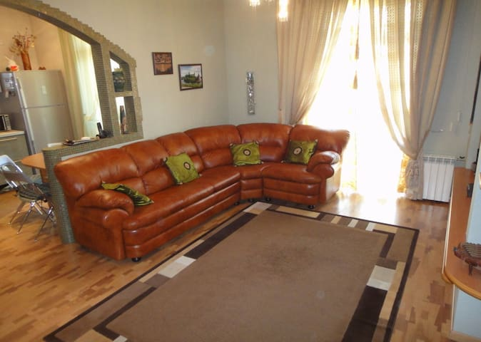 Cozy & comfy 1BDR/2BTH apartment