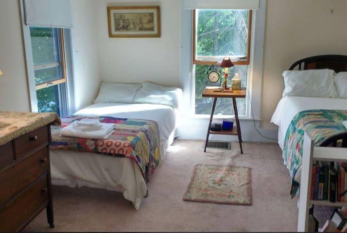 Private, 2 Single Beds, Wifi, Kitchen, Verizon, R2