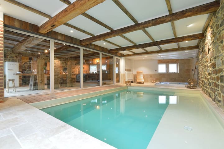 Stunning and stylish house with indoor pool and jacuzzi, in a wonderful area