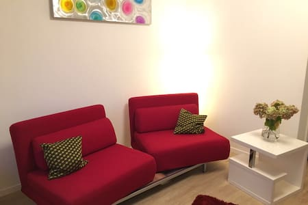 Helles, sonniges 2 Zi Appartement mit Garten - Oberhaching