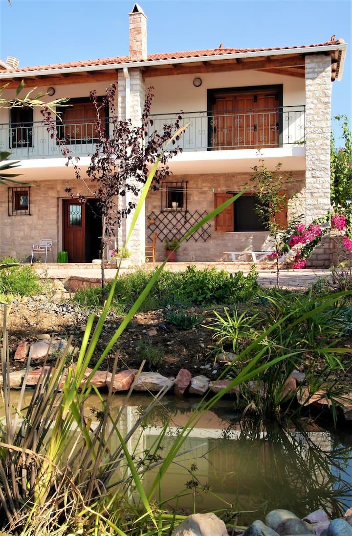 Appartamento con 2 stanze a Pirgos, con splendida vista mare, giardino recintato e WiFi - 2 km dalla spiaggia