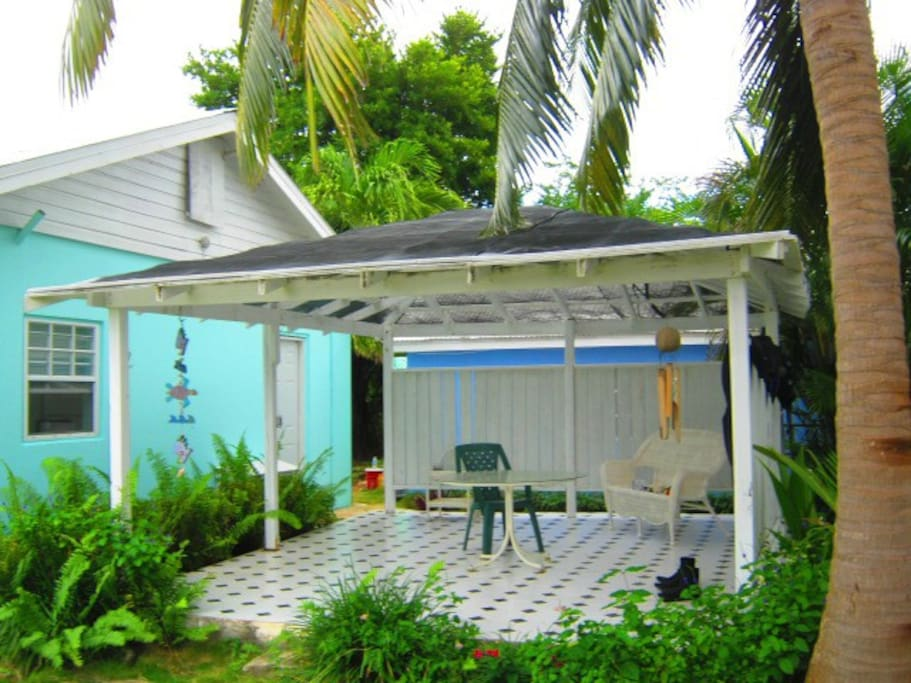 Your own private, shaded gazebo...with the best snorkeling on all of Seven Mile Beach within a few minutes stroll of your door step!