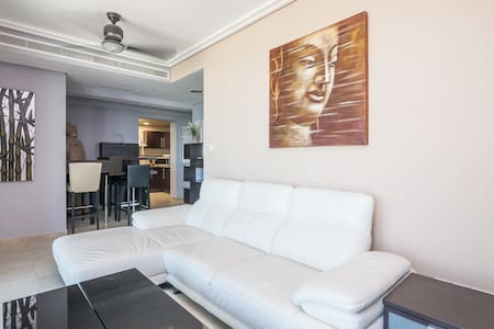 2BR Premium Waterfront Certified Holiday Home - Dubai