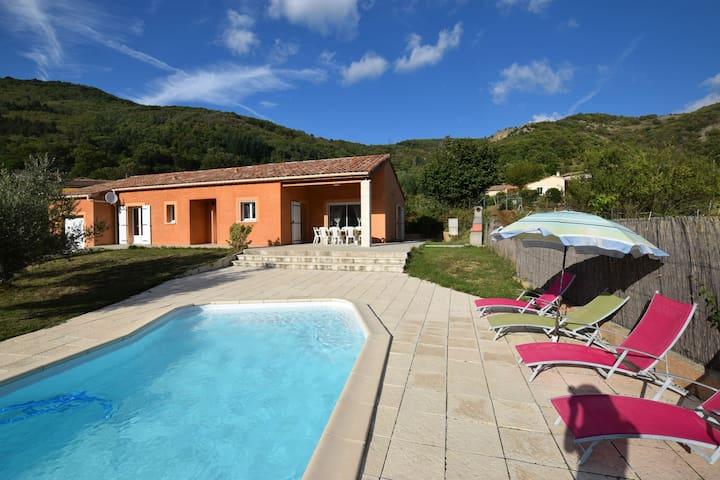Luxueuze villa met zwembad in Thueyts, Frankrijk