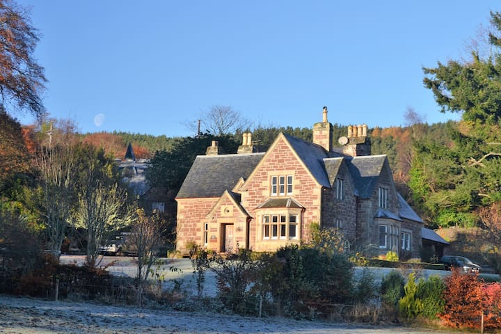 The Lodge, Nutwood House - Highland
