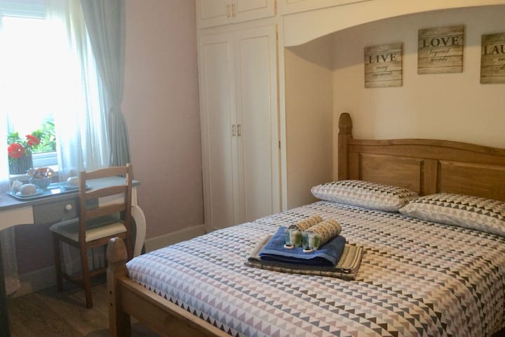 Double room in a relaxed and friendly flat.