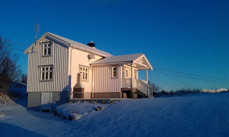 Nordlandshus i Kyllingmark på vinteren