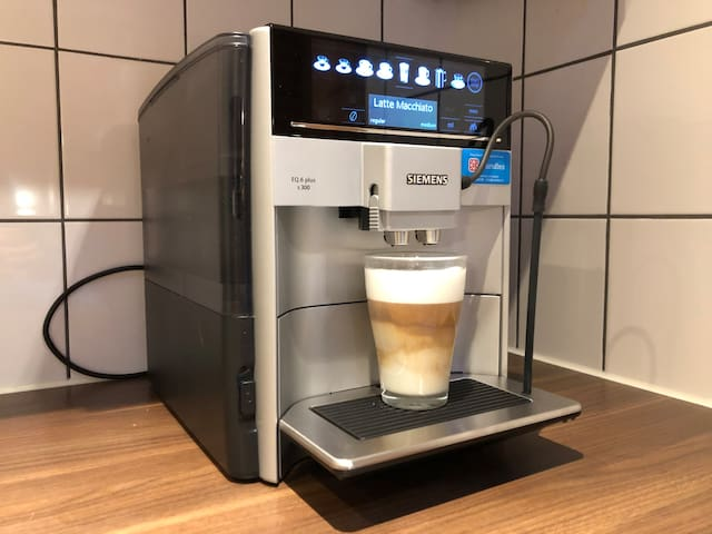 Our Brand new (november 2018) state of the art Siemens EQ6 Coffee Maker for all your Espresso, Coffee, Capuccino, Latte Macchiato and Latte needs. We provide the best fair trade Moyee coffee. So please enjoy your favorite coffee in our cabin!
