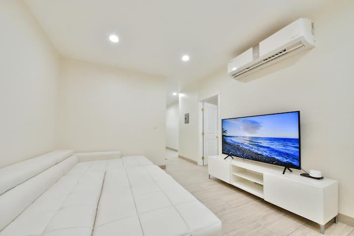 104 Contemporary Home near Beach, Bars, & Food