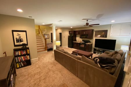 Comfy and Quiet Basement in Grant Park