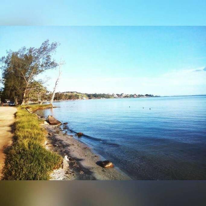 Praia do Gavião localizada há 1 km dá casa