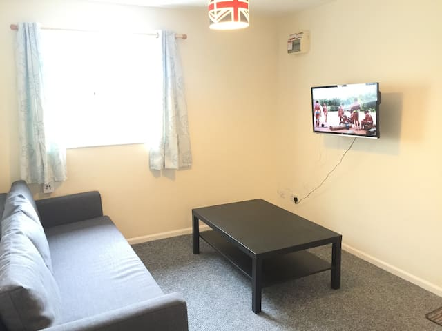 Fully Equipped Apartment in Cheltenham - Swindon Village - Pis