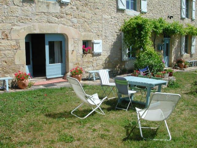 Appartement  avec spa dans jardin  privatif - Souel