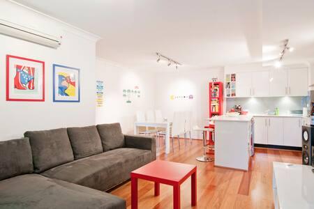 Modern 1 B/R Darlinghurst Apartment