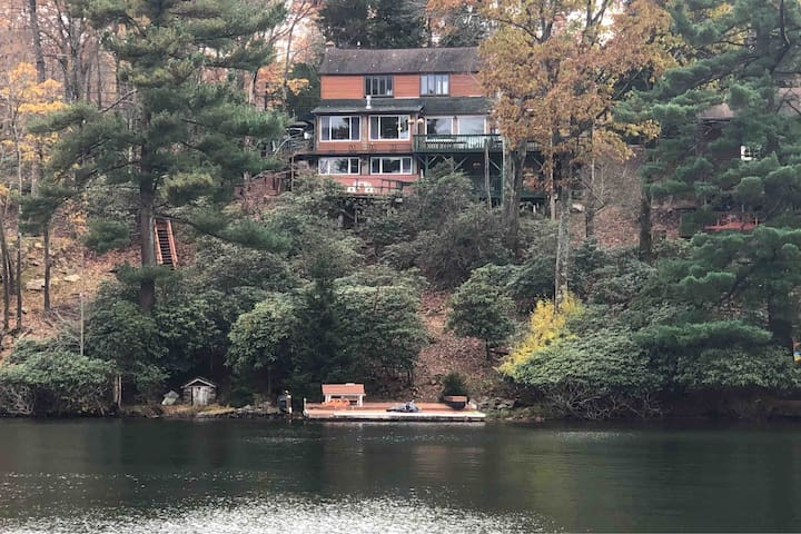 Lakefront Lakeview Villa 4 Bed 4 bath sleeps 12+