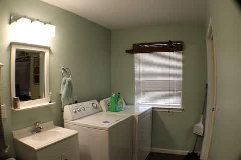 Country Lodge Keene/Cleburne 1 bd/1.5 bath Private