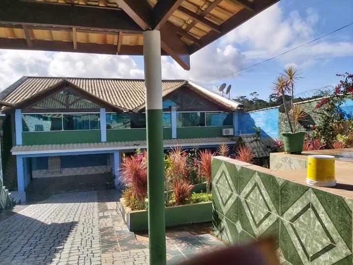 Casa com piscina a mil metros da praia
