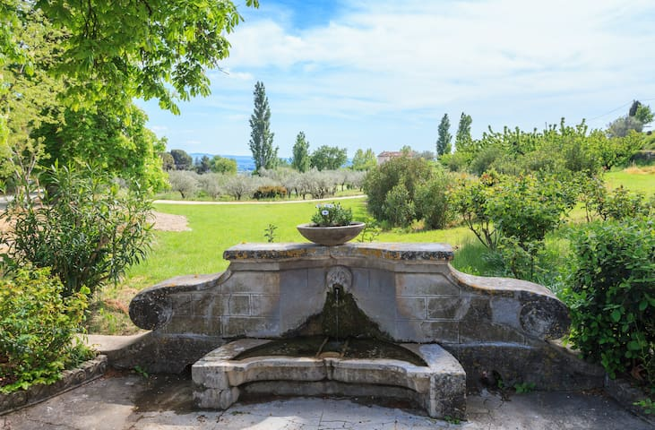 Belle demeure Provence. Tennis+Lac - Saint-Hippolyte-le-Graveyron - Hus