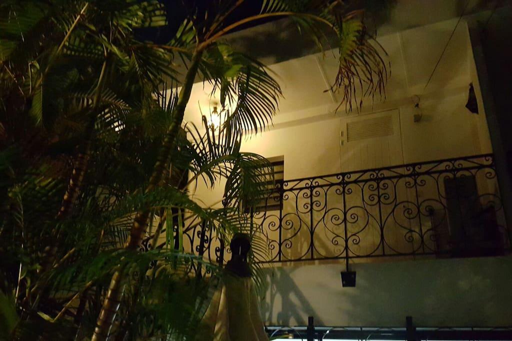 T2 situé à l'étage dans une villa sécurisée proche de toutes commodités