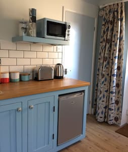 Lyme Regis studio apartment with parking - Lyme Regis