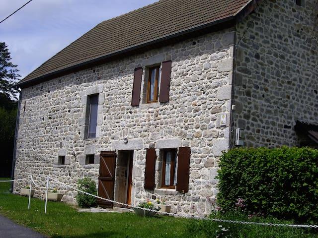 Maison en Auvergne - Prondines - Rumah