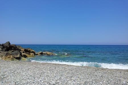 Villetta a pochi metri dal mare - Gliaca