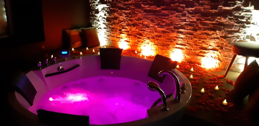 Love Gîte avec jacuzzi privatif  Nuances d'Alcôves