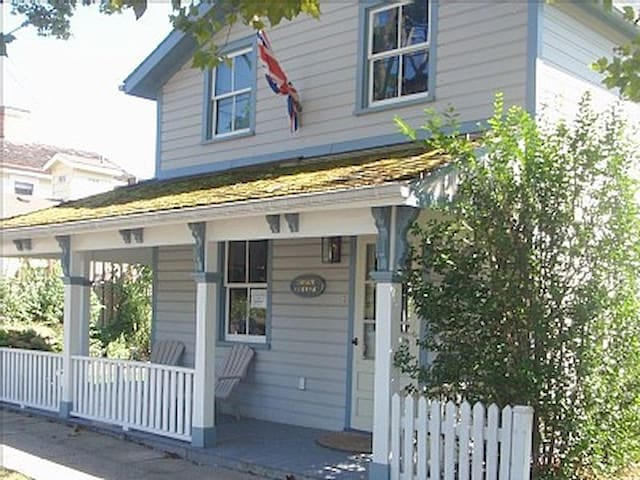 The Swayze Cottage: Historic Cottage in Downtown - Niagara-on-the-Lake - Chalet