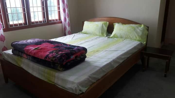 Holiday Hills room3