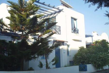 Stunning Greek Style Villa Sleeps upto 6 Adults - パフォス