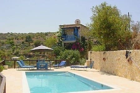 Secluded Farmhouse with Pool & Car - Kritou Tera