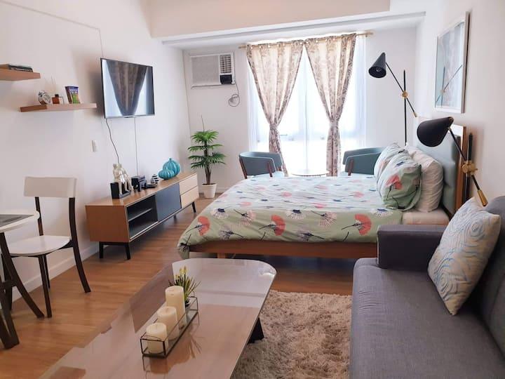 Abreeza Place T2 Lux Studio Condo+WiFi