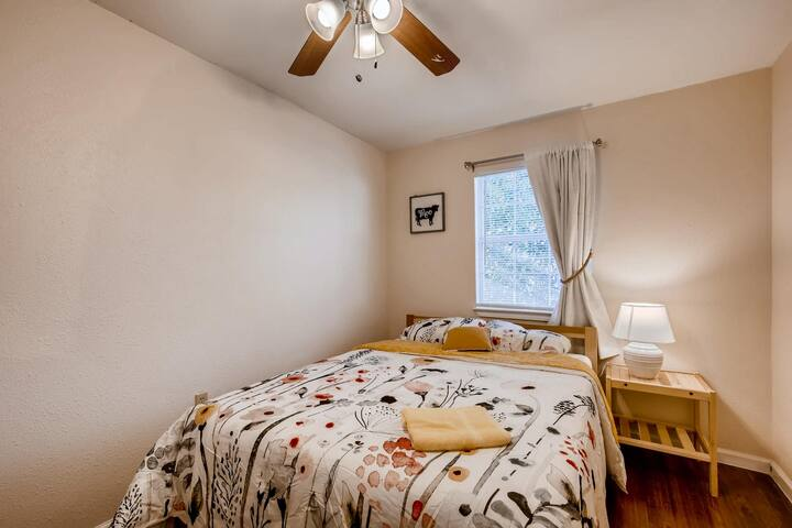 East Austin - Cute and Comfy Room (#1)