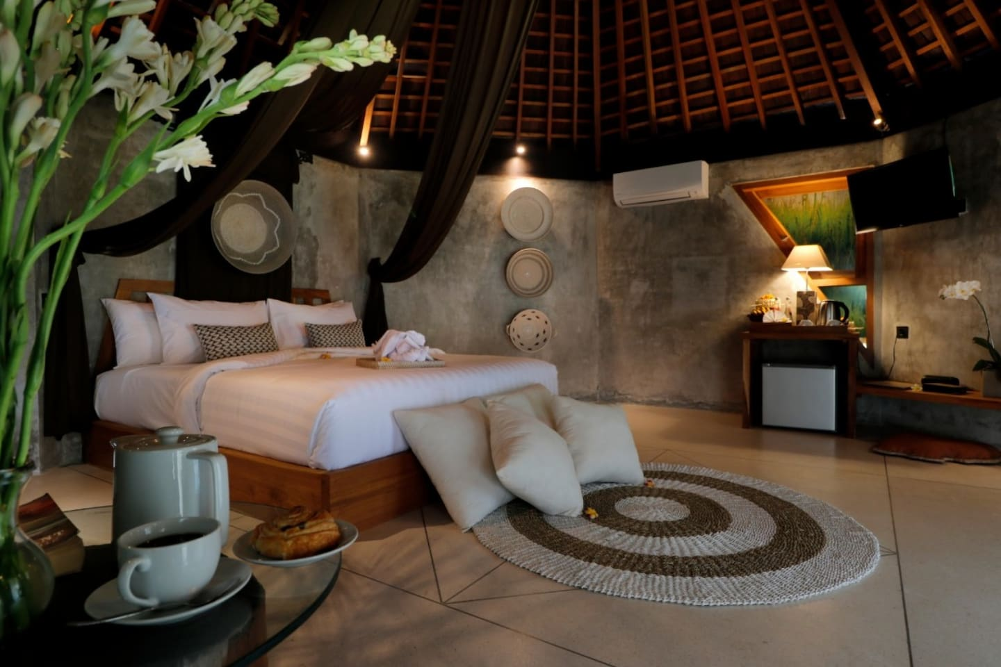 The Sender Pool Suite is a modern tropical pool suite boasting a great location in Jalan Bisma, Ubud