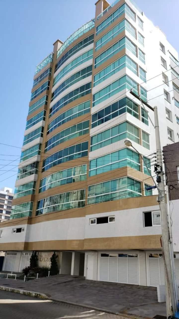 Apartamento - Ampla Sacada 2 quadras do mar