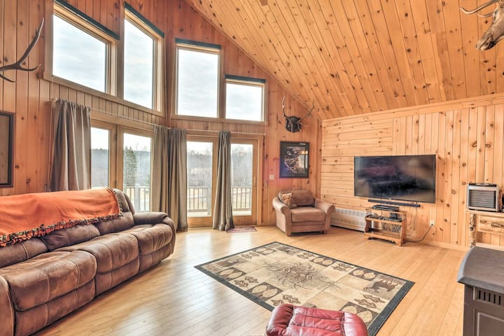 NEW! Family-Friendly Troy Getaway w/Furnished Deck