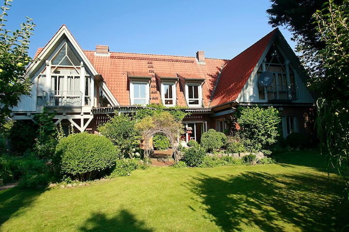 TRAUMhaus bed-and-breakfast-itzehoe - Itzehoe - Oda + Kahvaltı