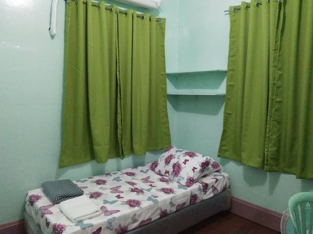 PARGAS CUBAO AIRBNB ROOMS - GREEN