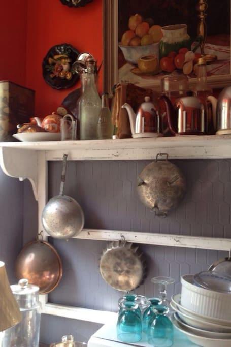 Cuisine toute équipée machine pour le linge, vaisselles , frigo, congélateur plaque gaz et four ,micro onde vaisselle...