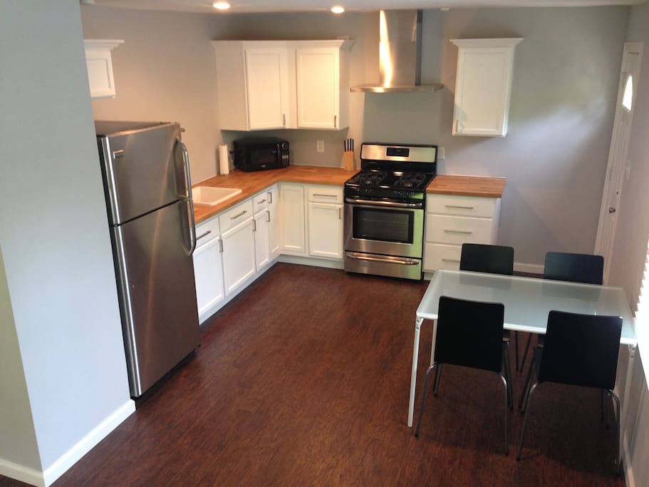 [KITCHEN] Fully renovated and updated kitchen with brand new stainless appliances including gas stove and all the utensils needed for your stay.