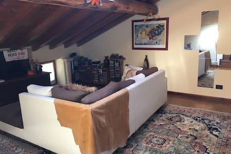 Mansarda privata in villa - Vestenanova - Hus