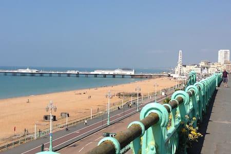 Luxury Seaside Apartment - Brighton