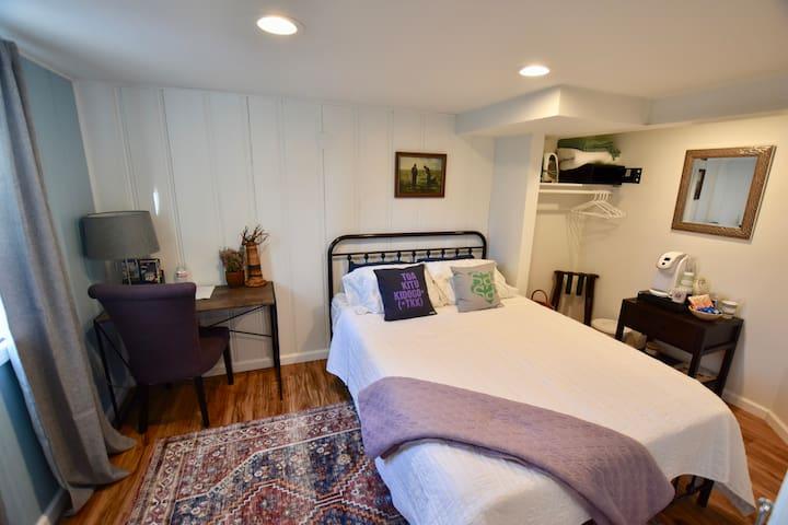 Private, Welcoming Bedroom near Metro